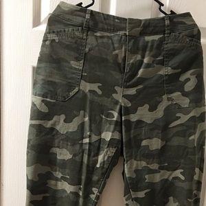 Old Navy Pixie Pants, Camo